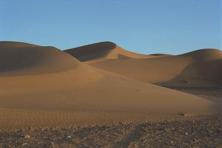 голая глинистая поверхность в пустыне-шб3