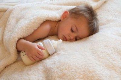 Как отучить малыша от кормлений ночью