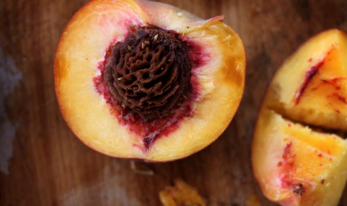 Персиковое масло и его применение