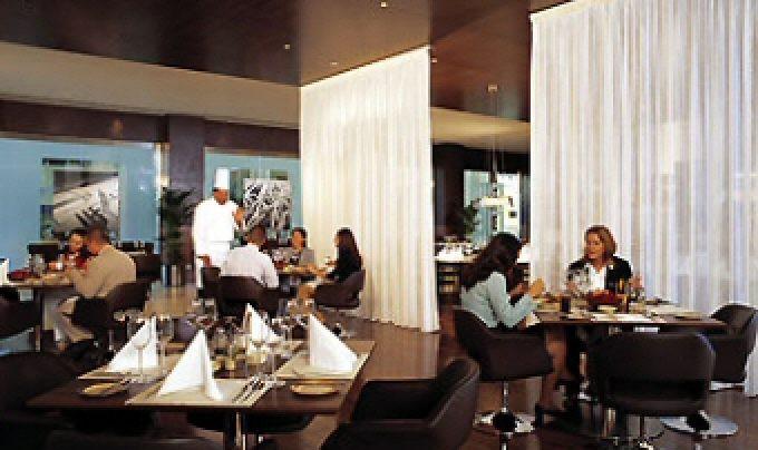 Какой ресторан предлагает индийскую кухню?