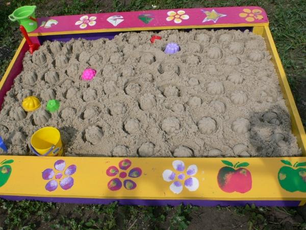 Красивые и яркие песочницы