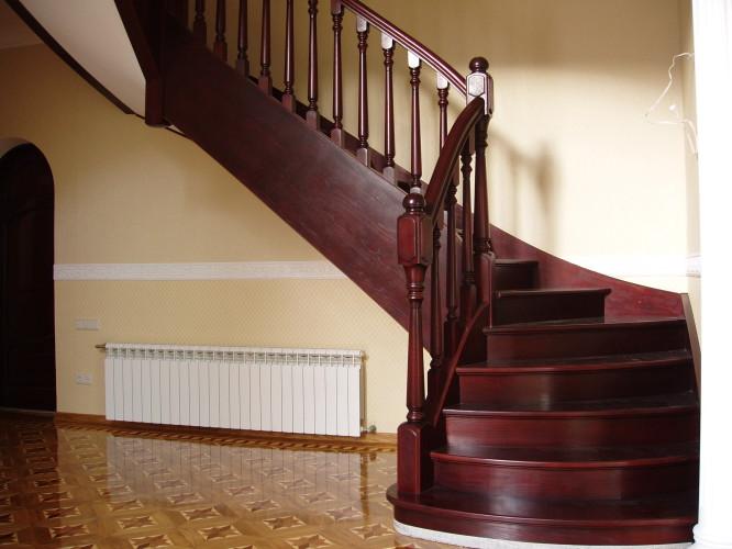 Изготовление лестниц из дерева на almenda.ru