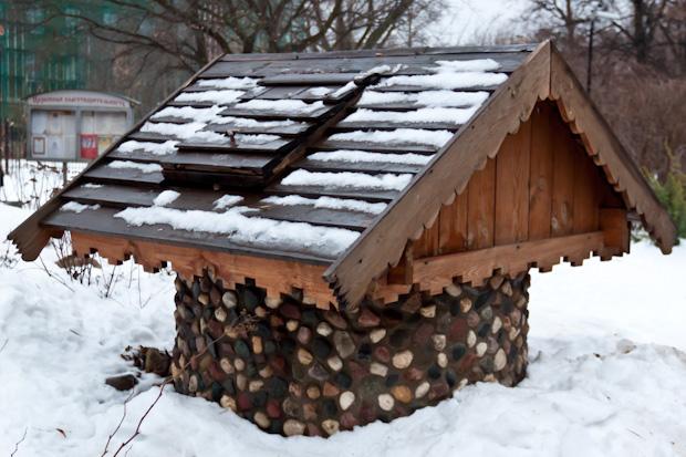 Красивый домик для колодца на special-service.ru
