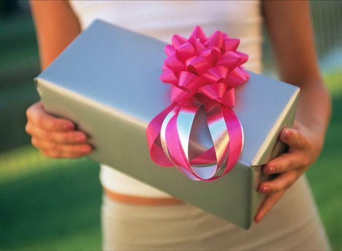 Что подарить своему коллеге на праздник