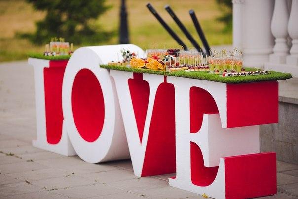 Какие можно заказать буквы на свадьбу?