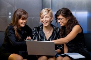 Почему женскую одежду нужно покупать в интернет — магазине